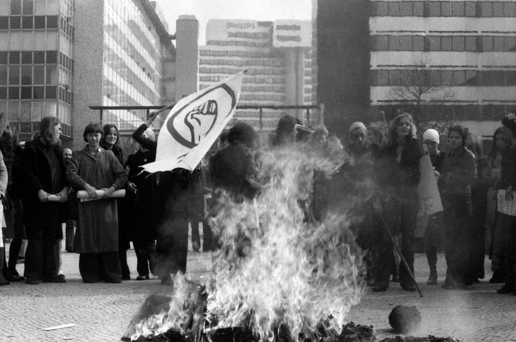 Kampf gegen das Patriarchat, zum Beispiel in den Medien: Demonstration gegen Diffamierung von Lesben in der BILD-Zeitung, 1973. (Foto: Cristina Perincioli)