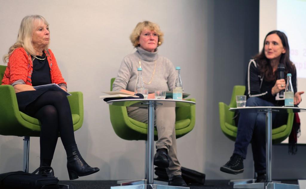 Susanne Schultz, Moderatorin Ulrike Baureithel, Christa Wichterich (v.l.n.r.)