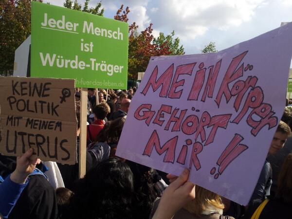 """Demonstration gegen den """"Marsch für das Leben"""" 2013. (Foto: Magda Albrecht, via Twitter)"""